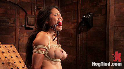 Submissive Jessica Bangkok gets restrained and double penetrated